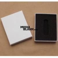 Cutie din carton cu capac pentru memorie USB alba PBOX04