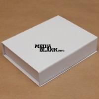 Cutie din carton cu clapeta pentru memorie USB alba